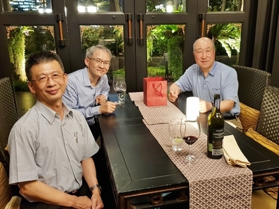 Dean San-Yih Hwang (middle) and Associate Dean Jui-Kun Kuo (left) with Sung Joo Park (right) member of the Far East Asian Committee of the Eduniversal International Scientific Committee.