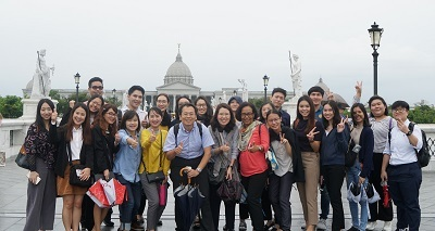 Director Shih-Sian Jhang for Office of Accreditation and Assessment (center) led the workshop participants to visit the Chimei Museum.
